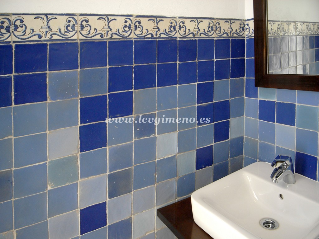 Ba o con azulejo azul cvillebgclub - Azulejos azules para bano ...